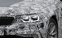 BMW 5シリーズ 次世代型、新LEDエンジェルアイ光った! 画像