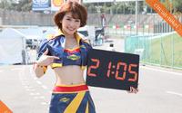 レースクイーンが時間を知らせる「サーキット時計」第3弾はスーパーフォーミュラ 画像