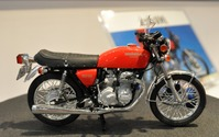 【全日本模型ホビーショー15】ホンダ ドリーム CB400 FOUR、1/12スケールで初の立体化 画像