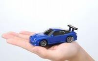 机上でドリフト! タカラトミー、全長約10cmの極小RCカーを発売 画像