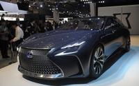【東京モーターショー15】レクサス、LF-FC 初公開…燃料電池搭載の最上級サルーン 画像