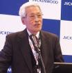 デジタルコックピットの開発について挨拶するJVCケンウッドの河原春郎会長