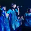 7thシングル「超えてけエブリシング」でオリコンのデイリーチャート1位、ウィークリーチャート4位を記録したALLOVERがオートサロンのステージでパフォーマンスを披露した。