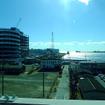 かつて船橋ヘルスセンターの海水浴場があったエリアを京葉線車内から眺める