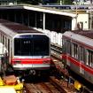 東京メトロの丸ノ内線。2022年度末の稼働を目指して無線式の列車制御システムが導入されることになった。