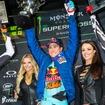 2016スーパークロス第4戦オークランドで勝利し、3連勝を決めたR.ダンジー(KTM)。