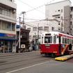 住吉電停付近。阪堺線を行く電車