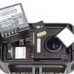 フタの内側にはバッテリー、microSDカード、乾燥剤が差し込まれている。