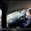 後席のウインドウに貼り付けて撮影。ドライブレコーダーではないので、気軽にいろいろなカメラアングルを試したい。