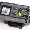 上面にはディスプレイ、メニューボタン、パワーボタン、写真撮影ボタン、RECボタン(レバー)がある。