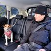 小型犬のララは後席に飛び出し防止用のリードを装着して乗車