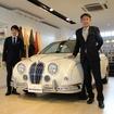 光岡自動車代表取締役社長の光岡章夫氏(右)と、「光岡自動車開発課課長の青木孝憲氏(左)