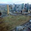再開発がすすむ大阪・梅田エリア。ウィラーエクスプレスの専用ターミナルはこの梅田スカイビル直下にある