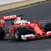 セバスチャン・ベッテル(フェラーリ)は大きなセンサーをつけてコースイン