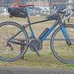 今回、ヤマハ発動機から借りた「YPJ-R」は、XSサイズのブラック×ブルー。トップチューブ長はほぼピッタリ