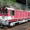 長島ダム駅で発車を待つ井川線の列車。現在は同駅を含む千頭~接岨峡温泉間のみ運行されている。