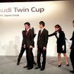 テクノロジー部門で優勝したAudi宇都宮チームとアウディジャパン代表取締役・齋藤徹氏(左)