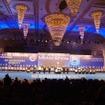 開会式は各メーカーの代表者が壇上に上がって行われる。会場もとにかく豪華