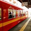 東武鉄道亀戸線で走り始めたリバイバルカラー8000系2両はインターナショナルオレンジにミディアムイエローの帯(3月23日、亀戸駅)