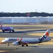 成田空港を離陸するLCCのA320たち