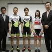 左から山路篤、小野寺健、竹内遼、佐藤寿美、ミヤタサイクルの高谷信一郎社長