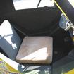 原付一種(50cc)登録なので乗車定員は1名。背後に小さなラゲッジスペースを持つ。