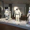 左からモンスターと呼ばれたP1(1993)、世界に初めて公開されたホンダ製ロボットP2(1996)、P3、P4