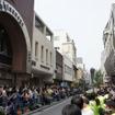 横浜元町でF1マシンが公道走行…観客1万1000人集まる