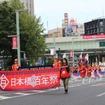 クラシックカーパレードの後は、マーチングバンドなどのパレードが。