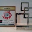 グローバルモバイルアワードの「自動車・輸送部門ベストモバイルイノベーション賞」の 表彰記念品