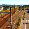 一番右側の線路が新津車両製作所へと延びる引込み線