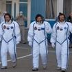 NASAのトム・マーシュバーン、ロシア連邦宇宙局のロマン・ロマネンコ、カナダ宇宙局のクリス・ハドフィールド各氏
