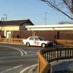 リニューアル工事中の勿来駅。駅舎のデザインはそのまま生かし、隣接する建物を駅舎のデザインに取り込んでいる。
