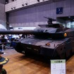 今年の目玉は防衛省ブースに持ち込まれた本物の戦車。