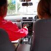 レーシングスーツ姿のアッキーナ、エコドライブに挑戦