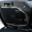 ホンダ フォルツァ Si、左インナーボックスの中に設置されるACソケット
