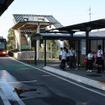 2012年8月の気仙沼線BRT開業当初から専用道が整備されていた陸前階上駅。鉄道時代のホームや跨線橋も残っている。