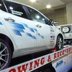 EVを乗せて走行しながら充電が可能。3相交流200Vや単相100V電源を供給できる