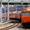 大阪環状線では3ドア車の221系などのほか4ドア車の103系も運用されている。
