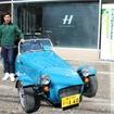 ケータハム・セブン160と、ケータハムF1チームドライバーの小林可夢偉選手