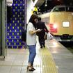三鷹駅に進入する「快速山梨富士4号」