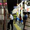 錦糸町駅から指定席に乗り込む男性