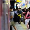 船橋駅に停車中の「快速山梨富士4号」
