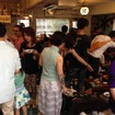 東京・世田谷の中古車店「リトル・ウッズ」で19日、20日開催されている「男前豆腐夏祭り in リトカフェ」