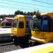 ローマ・ストリート駅で並ぶ新旧のクイーンズランド鉄道車両たち