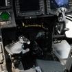 機長席はヘリコプターと同様に右側。操縦桿もヘリコプターと同じようなものとなっている。