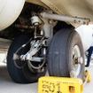 主脚は離陸後に機体横の張り出し部(スポンソン)に収容される。