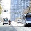 世界最大の路面電車網を持つメルボルン。主要な交差点では2段階右折(Hook Turn)が義務付けられている。クルマが右折するとき、道路の中央を走る路面電車とぶつかるのを防ぐためだ。