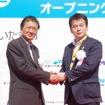 本田技研工業の緑川雅志氏と清水勇人さいたま市長