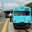和田岬線の103系通勤電車。国鉄車両である103系は0系と同時期に製造された。